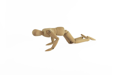 clamber: Figura di legno clamber su sfondo bianco. Archivio Fotografico