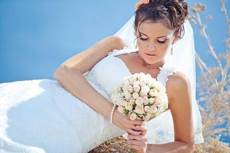 Beautiful bride on the nature. High quality photo. Standard-Bild