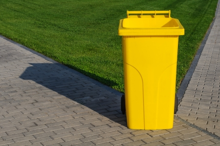 litterbin: Big yellow recycling container in the park