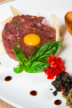 Classic tartare with fresh basil and parmesan slices