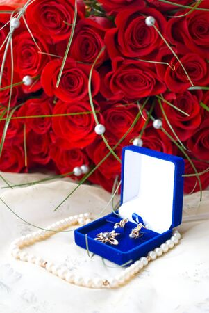small box with pearls and roses photo