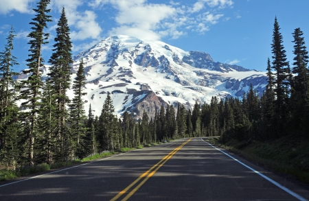 crack climbing: Mount Rainier, Washington, USA
