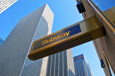 高層ビルや地下鉄サイン、ニューヨーク ニューヨーク マンハッタン