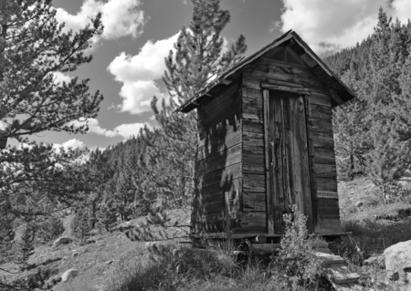 Vintage blokhut in oude mijnstad