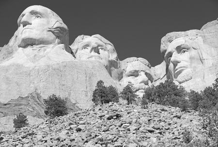 ラシュモア山国立記念公園、ブラックヒルズ、サウスダコタ州、アメリカに位置するアメリカのシンボル