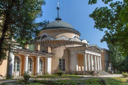 rotunda: Rotunda-crypt in manor Sukhanovo
