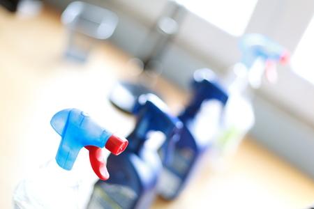 desinfectante: Botella de spray de limpieza para el hogar desinfectantes.
