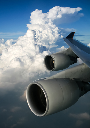The view from the window of a passenger plane during the flight, the wing of the turbine engine of the aircraft. Zdjęcie Seryjne