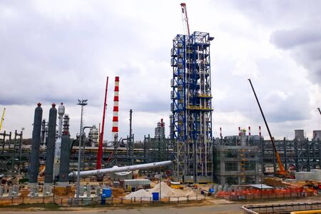 Installation of the reforming column at the Moscow oil refinery.