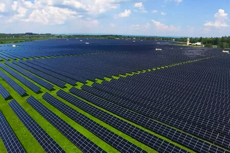 Solar panels. An alternative source of energy. Renewable energy source. Banque d'images