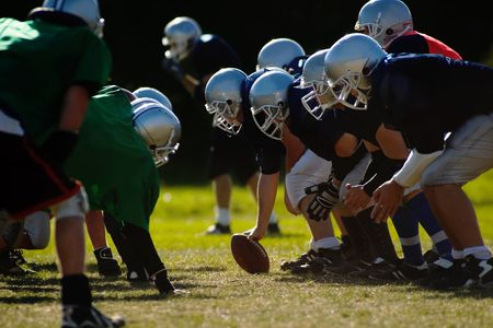 nfl: Football players are ready to start.