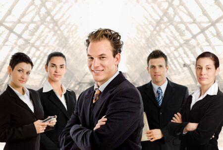 lead: Happy team di uomini d'affari per un ritratto di gruppo.