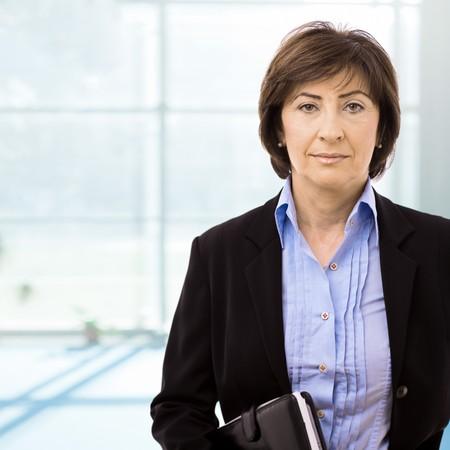 europeans: Ritratto di alti imprenditrice a ufficio lobby. Archivio Fotografico