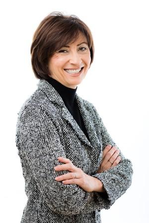 businesswoman suit: Feliz empresaria llevaba traje gris cruzado de pie con los brazos, riendo. Aislado sobre fondo blanco. Foto de archivo
