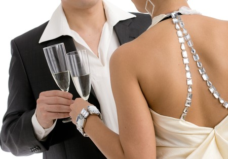 clinking: Hands holding champa�a flautas, tintineo. Aislado en blanco backround.