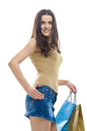 mini falda: Sexy joven llevaba minifalda posando con bolsas de compras. Aislado en Whte.