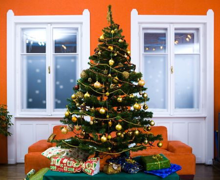 pineal: Christmas tree with presents during the Christmas Eve at home. Stock Photo