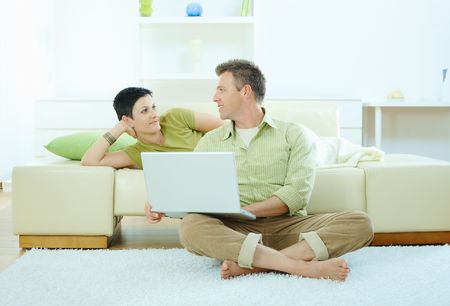 outworking: Couple using laptop computer at home Stock Photo