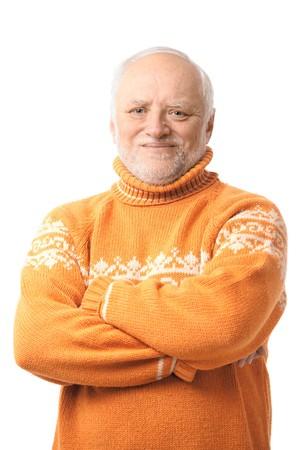 sweater: Retrato de hombre senior feliz mirando a c�mara, sonriendo. Aislado sobre fondo blanco. Foto de archivo