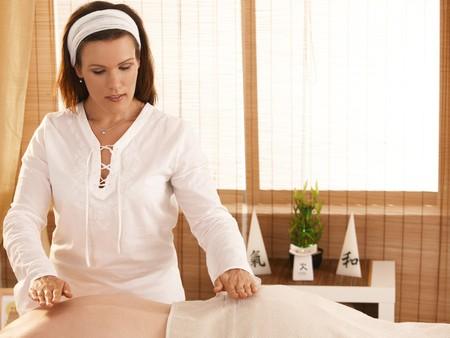 reiki: Masseur practicing oriental palm healing during massage