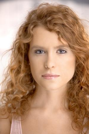 bionda occhi azzurri: Ritratto di un occhi attraente giovane femmina, biondi, lunghi capelli, blu.