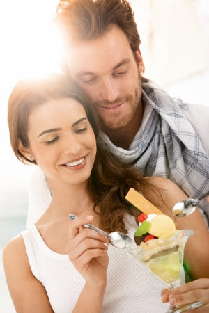 Happy young couple eating icecream on summer beach, smiling. Stock Photo - 9155929