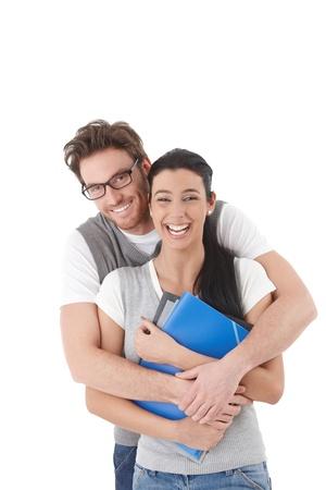 amigos abrazandose: Amante de los estudiantes abraz�ndose unos a otros, riendo. Foto de archivo