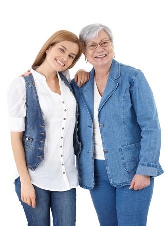 madre e hija: Fondo blanco de alta madre e hija adulta sonriente felizmente m�s feliz.