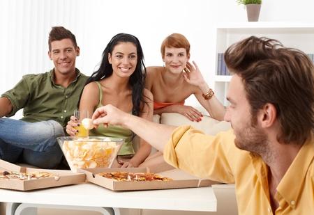 compa�erismo: Compa�erismo feliz pasar tiempo juntos. Foto de archivo