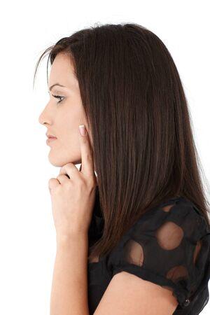 perfil de mujer rostro: Mujer inteligente atractiva pensamiento, la vista lateral, aislado en blanco.