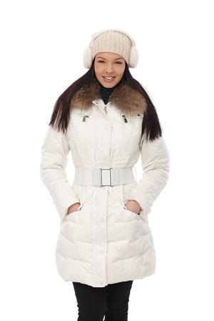 warm clothes: Attraente giovane donna sorridente in abiti caldi durante l'inverno 65.533;