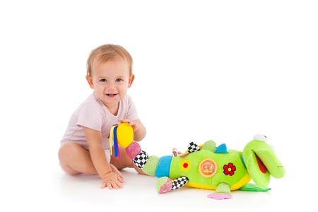 jouet: Bonne petite fille jouant avec le jouet, assis sur le plancher Banque d'images