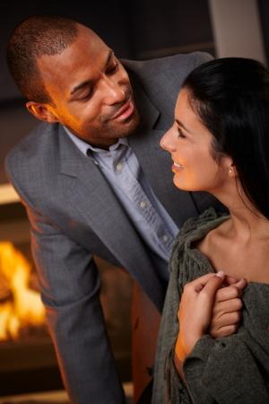mixed race couple: Retrato de pareja rom�ntica de raza mixta en casa, sonriendo. Foto de archivo
