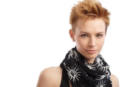 hair short: Closeup ritratto di attraente giovane femmina capelli corti.