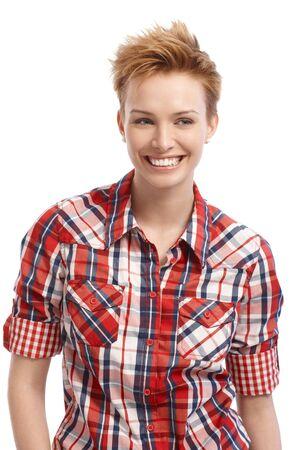 gingerish: Mujer de pelo corto gingerish sonriendo, mirando a otro lado. Foto de archivo