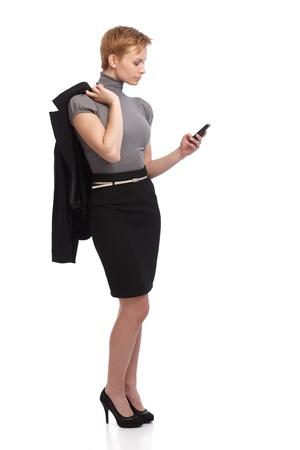 gingerish: Joven empresaria mediante tel�fono m�vil. El tama�o completo. Foto de archivo