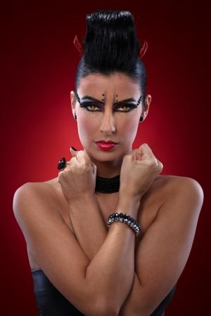 b�se augen: Portr�t von Frau Teufel clenching F�uste, b�sen Augen. Lizenzfreie Bilder