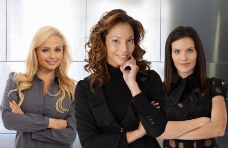 Team portret van glimlachende aantrekkelijke zakenvrouwen. Stockfoto