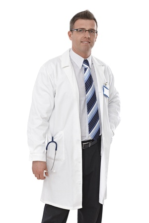 bata de laboratorio: Retrato del doctor de sexo masculino con gafas y bata de laboratorio, sonriendo.