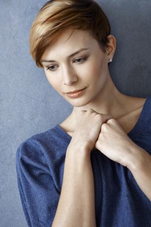 gingerish: Retrato de una mujer joven triste mirando hacia abajo Foto de archivo