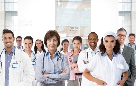 pielęgniarki: Portret zespołu medycznego centrum, lekarze, pielęgniarki. Zdjęcie Seryjne
