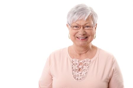 vestidos antiguos: Primer retrato de la feliz abuela anciano, sonriente, mirando a la c�mara.