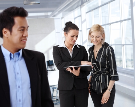 Businesspeople having discussion at meeting room, businesswomen talking. Stock Photo - 28105046