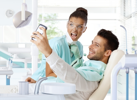 Male patient making selfie of dental check-up. Banque d'images