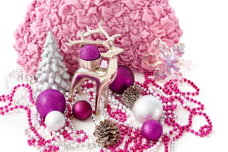 pineal: Christmas decoration with reindeer, pine tree, ornaments.