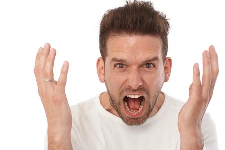 Closeup ritratto di gridare giovane uomo.
