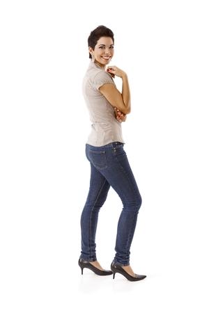 Gelukkige jonge vrouw in toevallig geïsoleerd op wit.% 00 Stockfoto