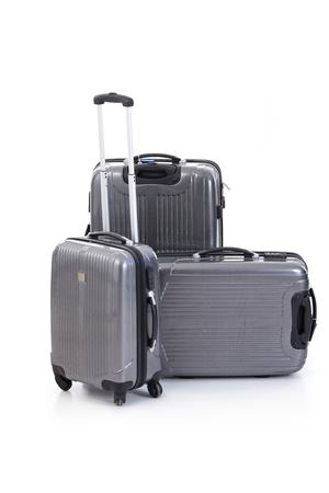 Gruppe graue Koffer. Isoliert auf weiss Standard-Bild - 97446190