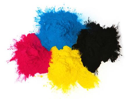 copier: Color copier toner cyaan, magenta, geel, zwart op wit wordt geïsoleerd