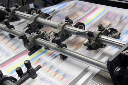 De apparatuur voor een pers in een moderne drukkerij